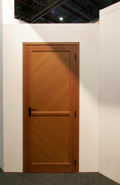 Colores de puertas de madera cmo barnizar una puerta de for Pintura para puerta de madera exterior