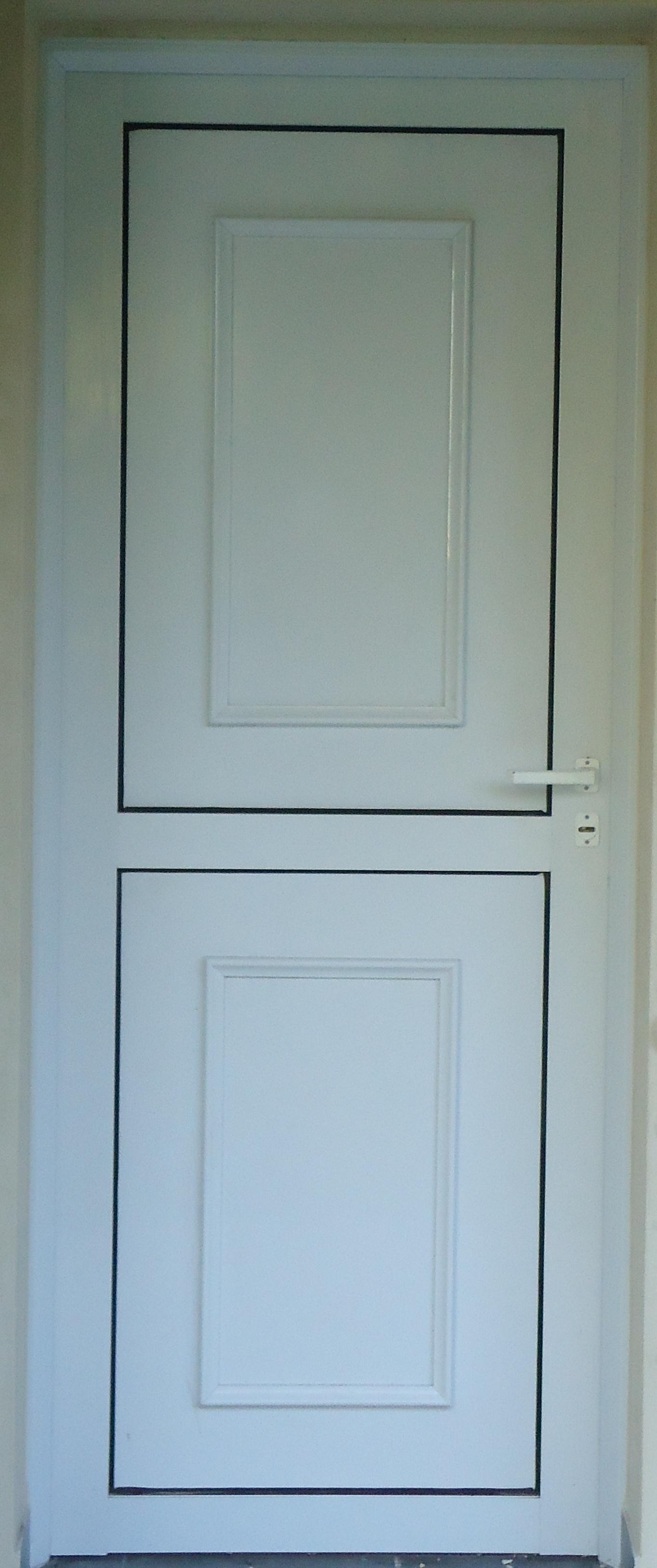 puertas con placa lisa y moldura aplicada de dos cuadros