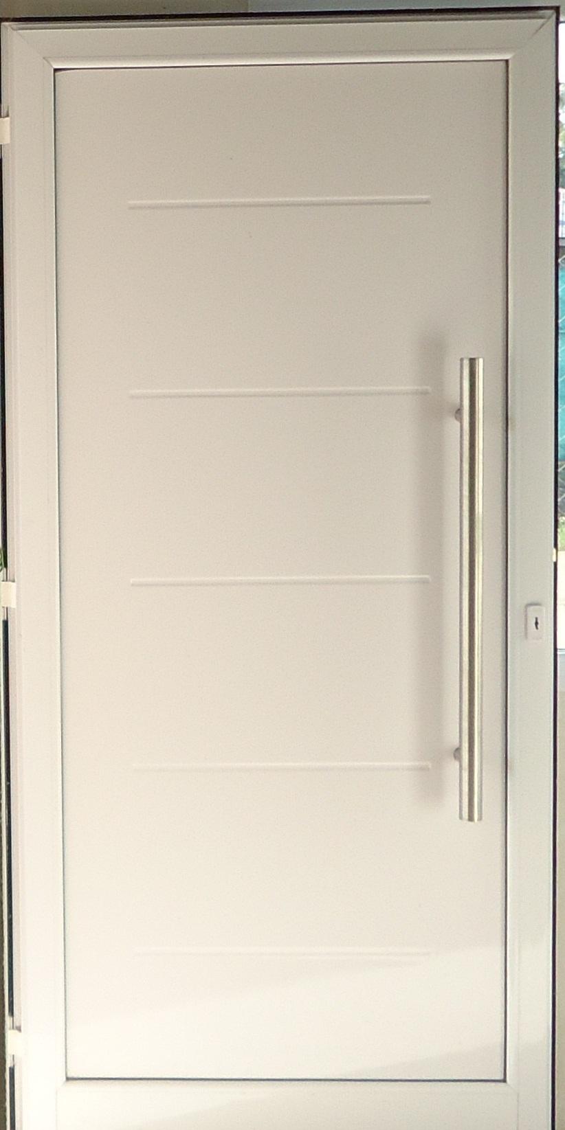 puerta con placa ranurada