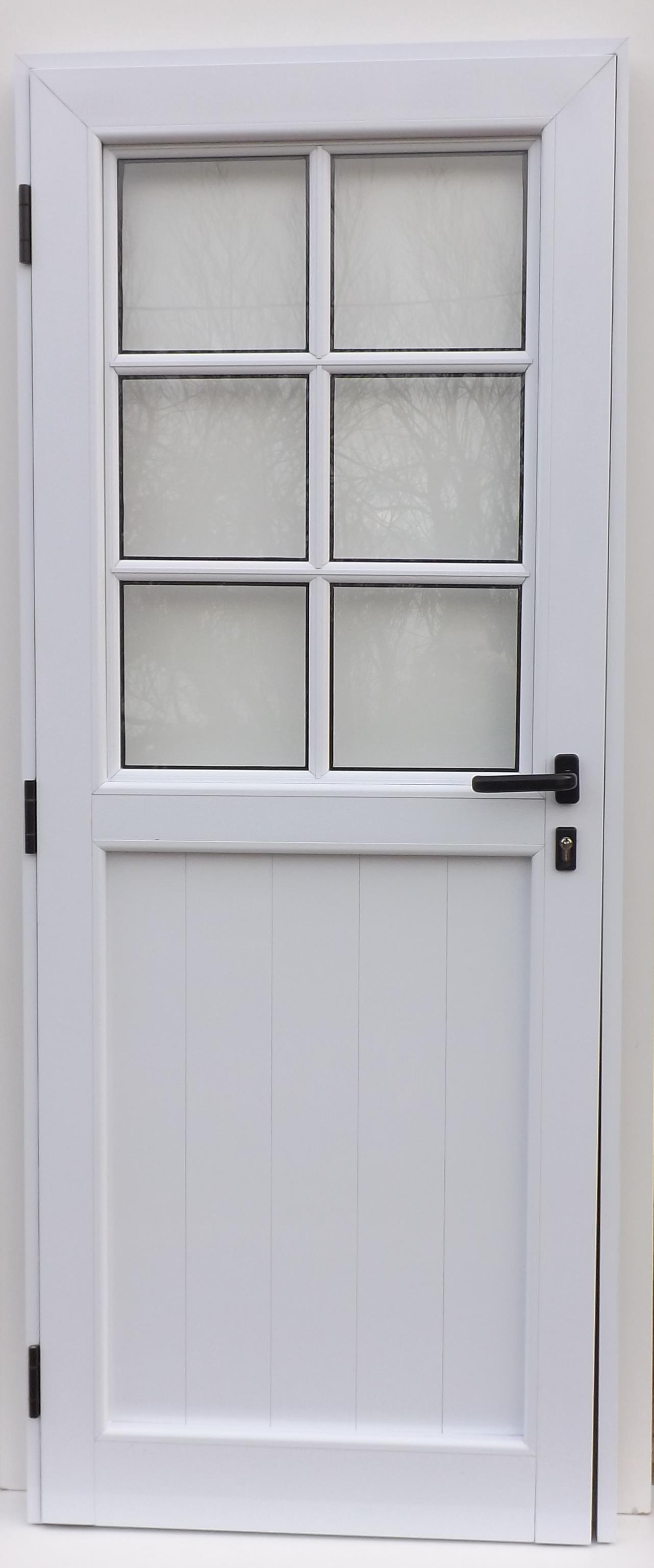 Puerta con vidrio repartido