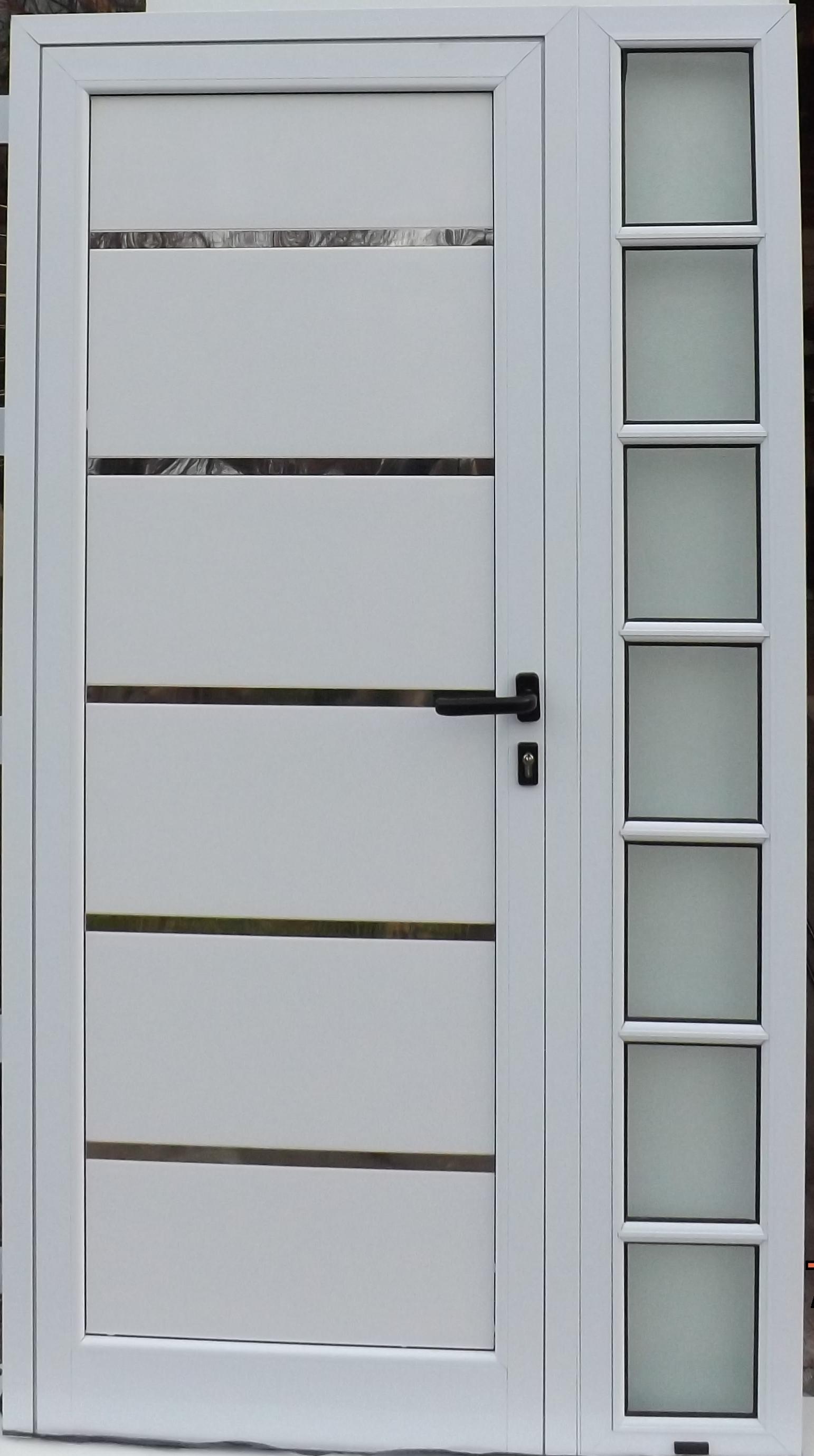Puerta hoja y media con placa ranurada y aplique de aluminio