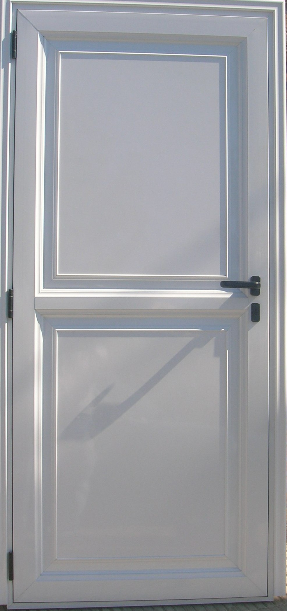 Puerta ciega con placa lisa