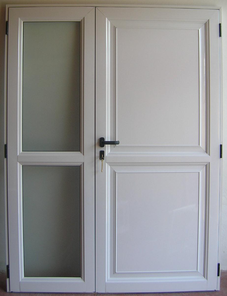 Puerta y media con placa lisa y vidrios