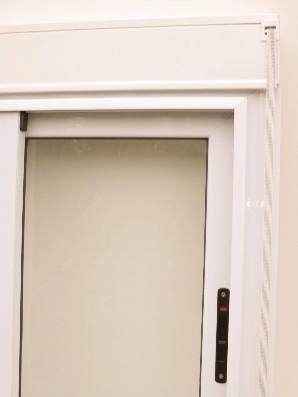 Ventana corrediza con cajón compacto incorporado
